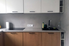 blat kuchenny, ściana oraz podłoga wykończona mikrocementem