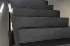 mikrocement-ciemnoszare-schody-02